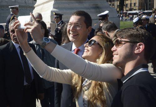 Marino, i selfie e il bilancio (ancora) da chiudere
