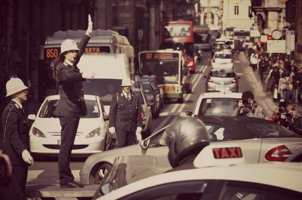 I 10 veri motivi del traffico romano