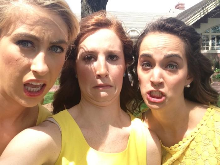 Le 10 frasi che dicono le pischelle dopo i selfie