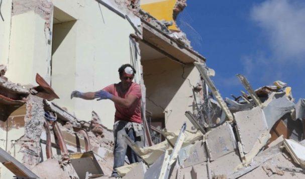 Terremoto, papa' romano corre di notte dai figli e li salva dalle macerie