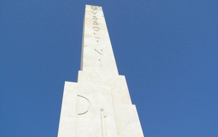 Scoperto il messaggio segreto di Mussolini sotto l'obelisco del Foro Italico