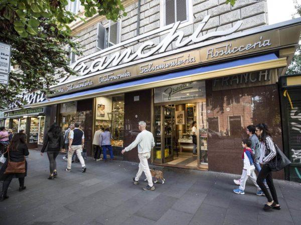 A Roma scarafaggi in un ristorante su quattro