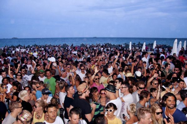 ibiza-festa-spiaggia-1024x680