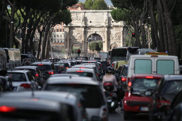 Foto Vincenzo Livieri - LaPresse 02-10-2015 - Roma - Italia Cronaca Traffico causato dalla manifestazione degli studenti e dallo sciopero dei trasporti Photo Vincenzo Livieri - LaPresse 02-10-2015 - Rome - Italy News Traffic due to the students demonstration and transport strike