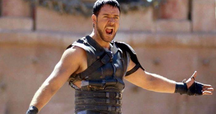 """Russell Crowe mette all'asta l'armatura de """"Il Gladiatore"""" per pagare il divorzio"""