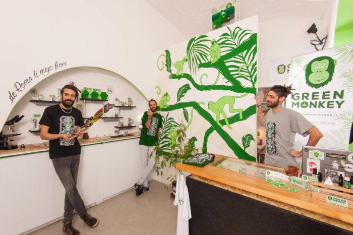 """""""Un'ottantenne ci ha chiesto se fosse come Amsterdam"""", il racconto di un negozio di marijuana legale"""