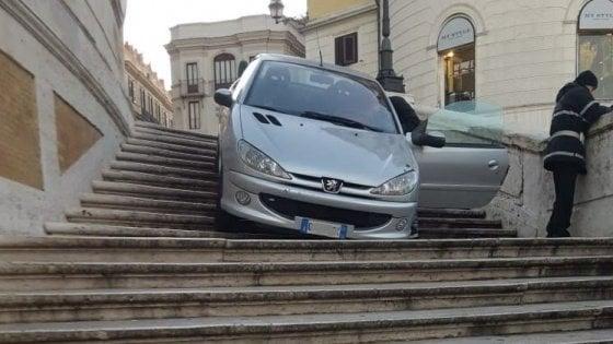 27enne finisce sulla scalinata di Piazza di Spagna, era ubriaco